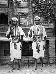 Men from Sais in traditional attire, around 1890 | © BSB/ Image archive