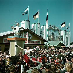 Entry of the publicans on the occasion of the 150th Oktoberfest in 1960 | © BSB/ Image archive