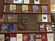 Commemorative plaque for Geca Kon in his former publishing house in Belgrade | © BSB