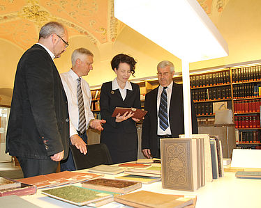 From left to right: Father Erhard Staufer SDB (KRGB), Dr. Stephan Kellner (BSB), Dr. Sandra Krump (Archbishopric of Munich and Freising), Dr. Peter Pfister (Archive and library of the Archbishopric of Munich and Freising) | © BSB/ M. Jäger