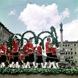 """Schäfflertanz"" (traditional dance of the coopers) on Marienplatz, 1958 