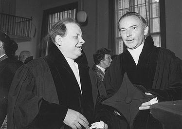 [From left to right] Johannes Spörl (historian 1904 – 1977) and Bernhard Bischoff (philologist 1906 – 1991) | © BSB/ Image archive