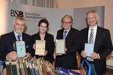 Restitution to the Freemasons, 8 November 2013, from left to right: Klaus Kastin (Altdistriktmeister); Susanne Wanninger (Bayerische Staatsbibliothek); Rolf Griebel (Director General, Bayerische Staatsbibliothek); Stephan Kellner (Head of the division Bavarica, Bayerische Staatsbibliothek) | © BSB
