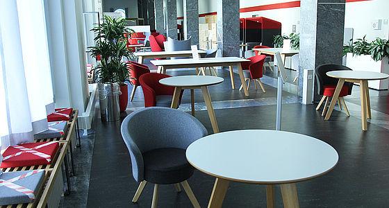 Plaza – Aufenthalts- und Pausenbereich im Erdgeschoss | © BSB/T. Dimitriadis