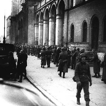 Evacuation of book holdings to the St. Louis church, photograph, 1943 | © BSB/ Image Archive
