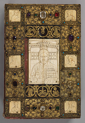 Adorned binding of a gospel book from Wessobrunn | © BSB/ Clm 22021