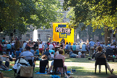 From the encyclopaedia of festivals of the Literature Portal: The famous poets' festival takes place annually in Erlangen | © Erlanger Poetenfest/ Erich Malter