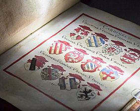 Books to the web – Digitization of a coat of arms book | © BSB