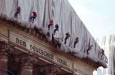 Christo's art project, the enveloped Reichstag (1995) | © BSB/ STERN Photo Archive/ Jürgen Gebhardt