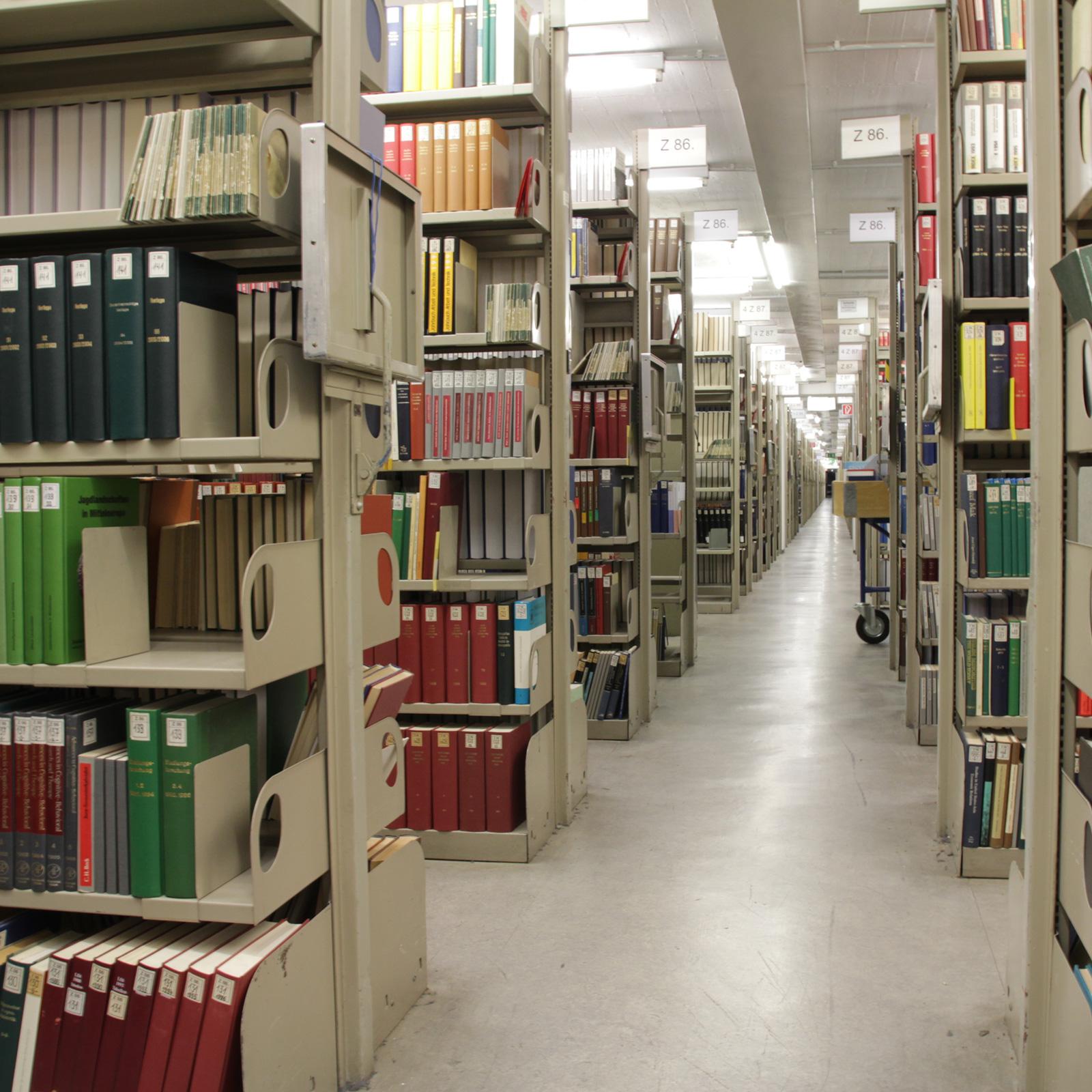 Bücher nebeneinander  Besuch beim Buch – die Geheimnisse der Magazine